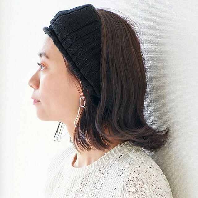 こちらもアレンジが簡単!メッシュ素材ですが、折りたたんで使用することで、冬でも快適に付けれるヘアバンドです。